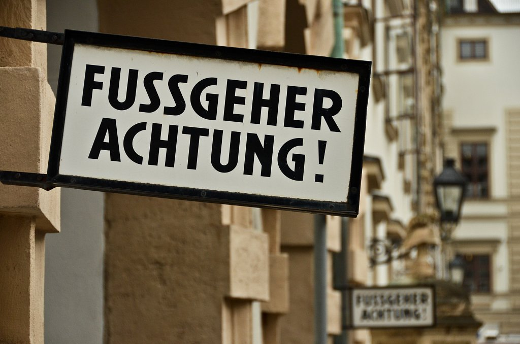 Fussgeher Achtung!